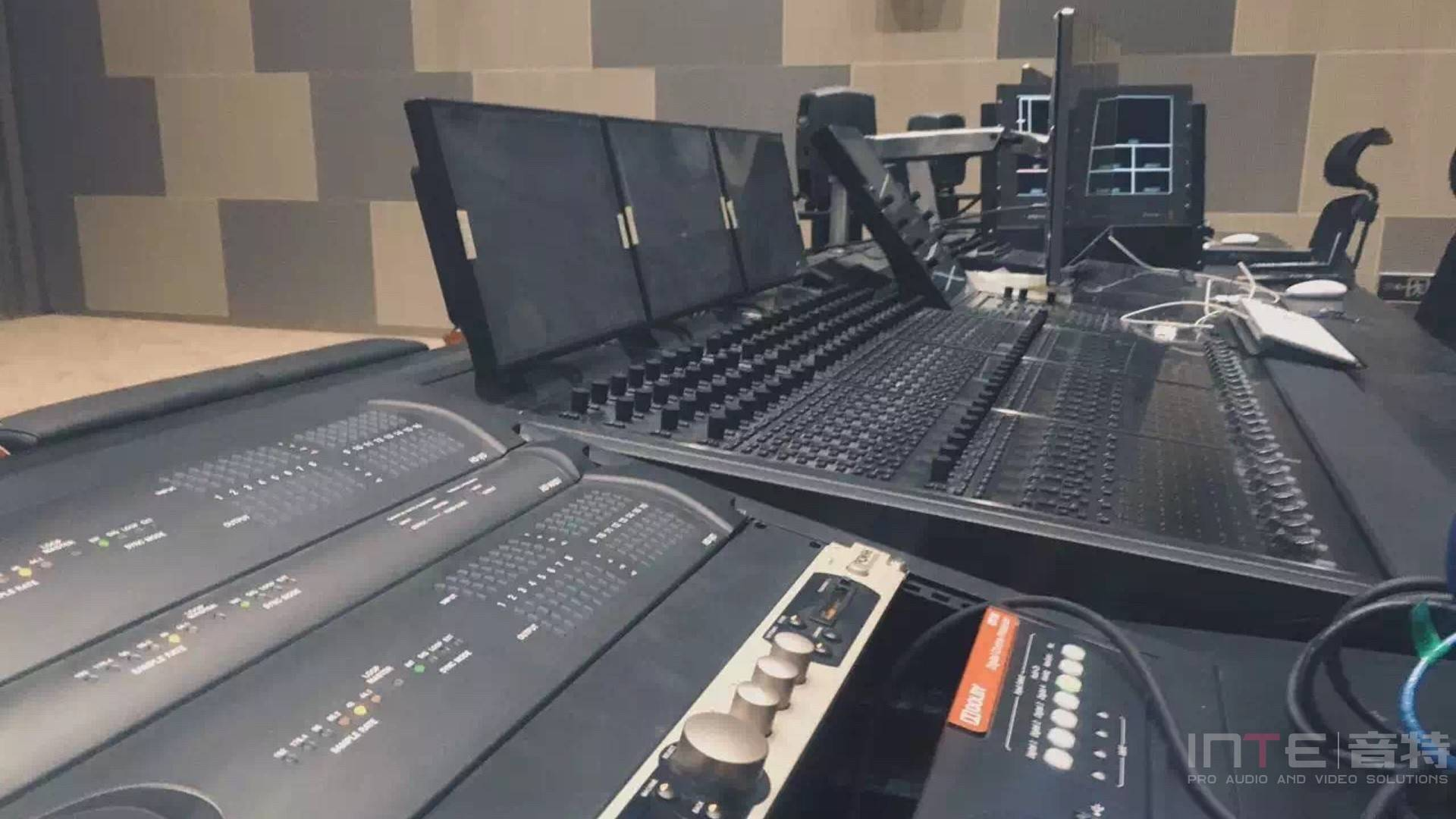 电影混录棚 DOLBY 7.1 声道-河北传媒学院